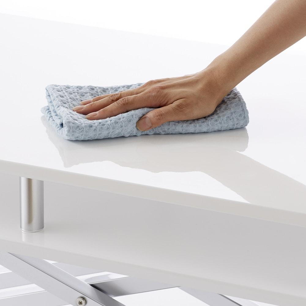 棚付き昇降式テーブル 幅120cm (ア)ホワイト  光沢が美しく水・汚れに強い素材です。