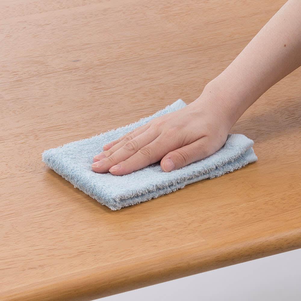 布団のいらないこたつダイニング こたつテーブル・幅140cm テーブルの天板はウレタン塗装を施しており、食事汚れや水にも強くお手入れ簡単です。