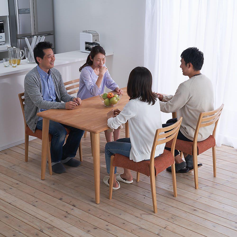 布団のいらないこたつダイニング こたつテーブル・幅140cm (ア)ナチュラル コーディネート例 ※お届けは「ダイニングこたつテーブル幅140cm」のみです。チェアは別売りです。