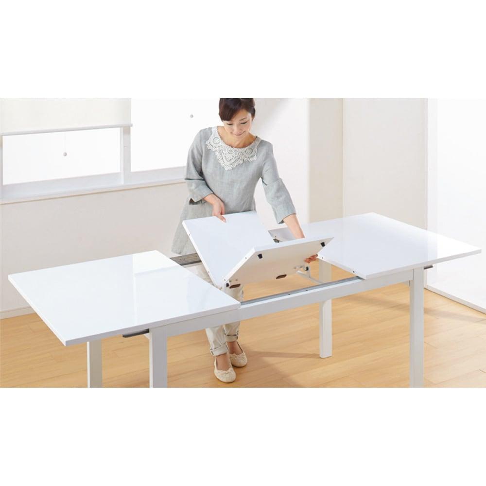 簡単伸長!スマート伸長式テーブル 幅140・180cm 【ポイント】内側に格納された伸長天板を取り出して中央にセットすれば完成。