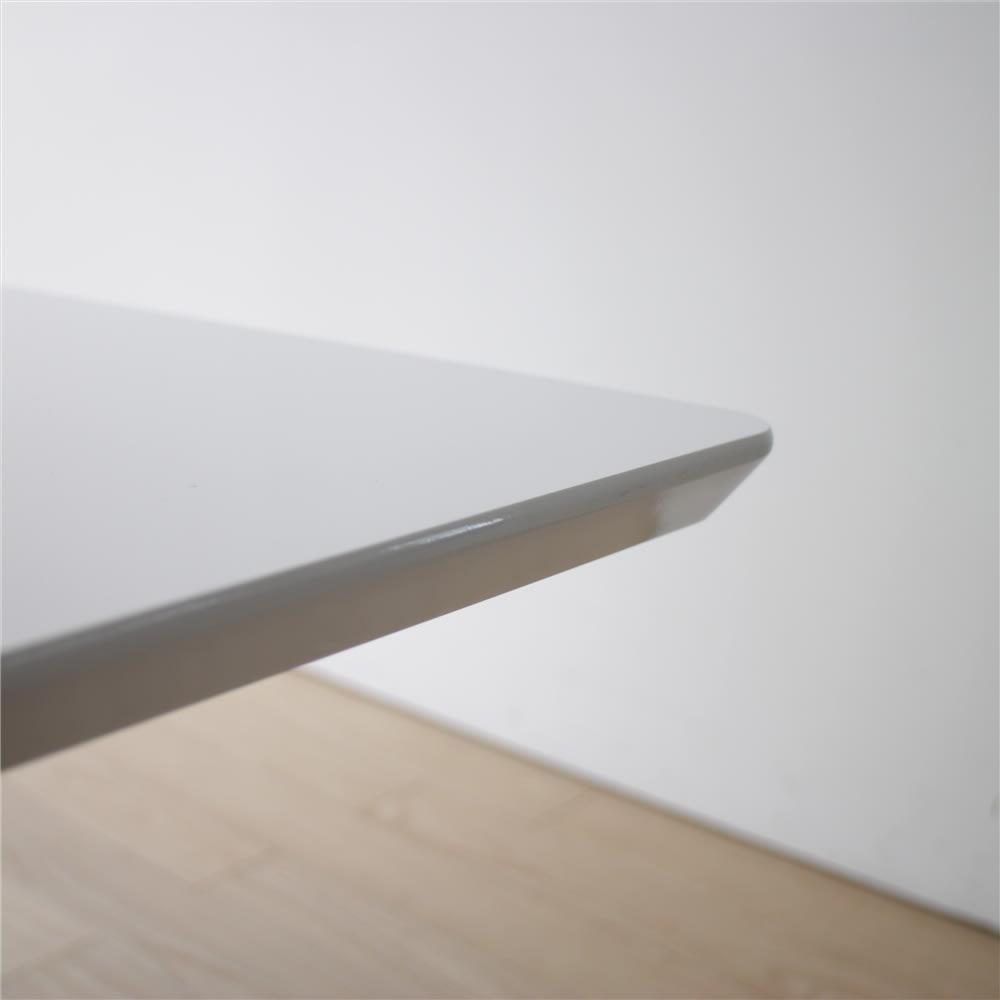 リビングダイニング兼用 昇降式テーブル 幅120奥行80 ホワイトの天板は、モダンで優しいエッジの仕上げ。