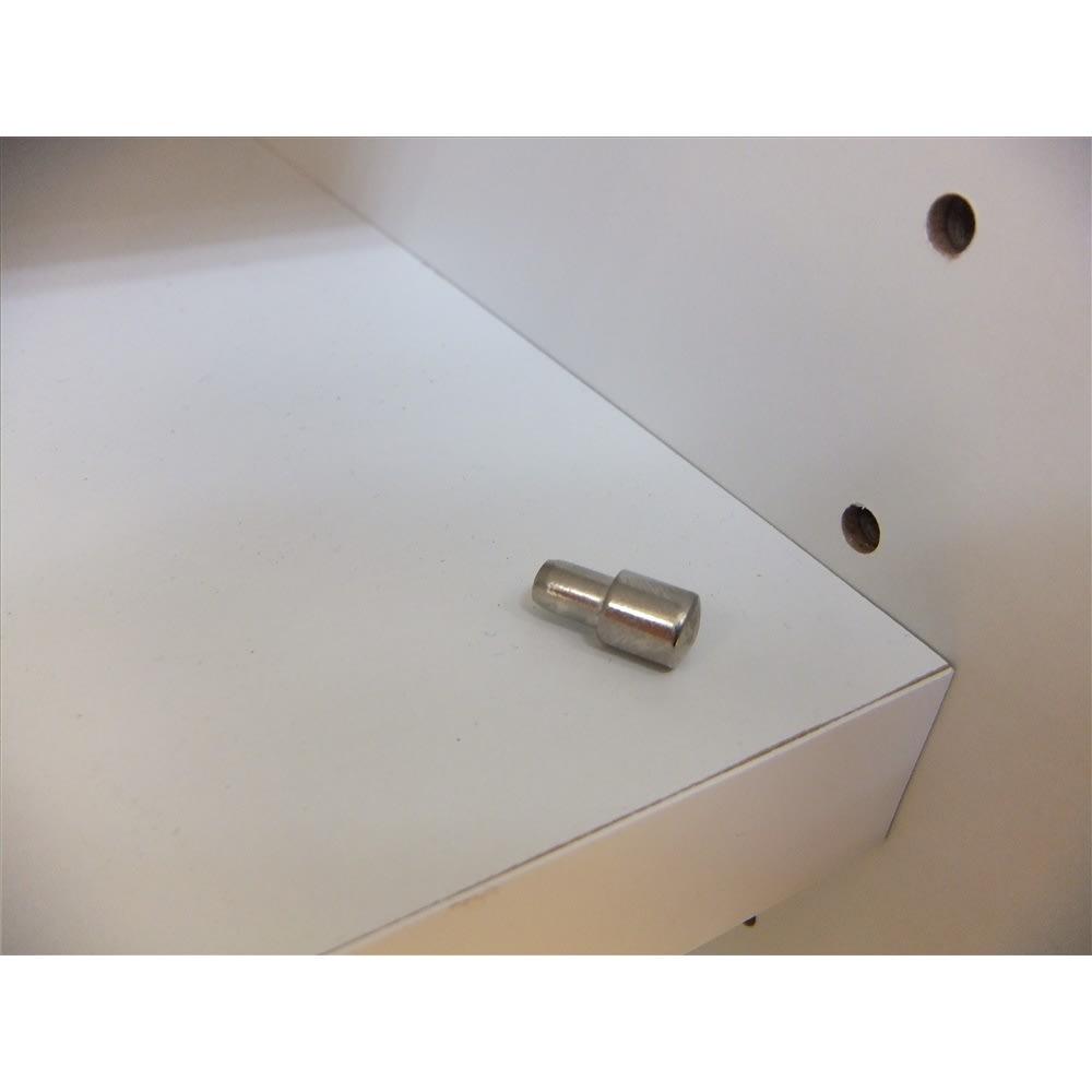 大型パントリーシリーズ スライド収納庫 板扉 幅148cm 棚板は3cmピッチで調節が可能。 棚ダボは金属ダボを使用しています。