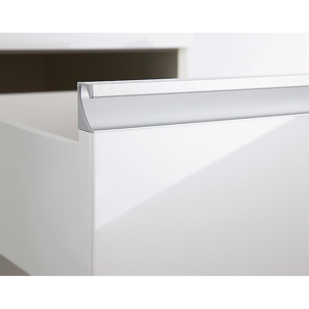 サイズが豊富な高機能シリーズ 板扉タイプ 食器棚引き出し4杯 幅80奥行45高さ187cm/パモウナ DZ-S800K 取っ手は水に強く美しいアルミ製。横長なのでどこをつかんでも開閉がラク。