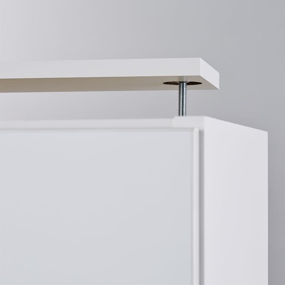 【1cm高さオーダー対応】天井ぴったりキッチンシリーズ 上置き 幅60cm奥行50cm高さ30~80cm 天板に突っ張り板と金具が付いており、壁までぴったり調節できます。しっかり固定されるので収納物が入っても安心です。