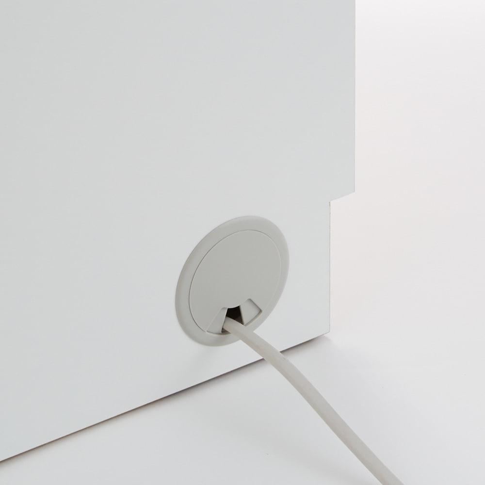 幅オーダー光沢カウンターシリーズ 引き出しタイプ ハイタイプ(高さ102cm) 幅45~120cm(幅1cm単位オーダー) 家電のコードは、カウンターの背面を通して本体横から逃がせます。見た目もすっきり簡単に配線できます。