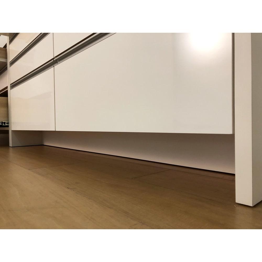 ステンレストップ間仕切りカウンター 幅90cm 正面下のすき間高さは約11cm。