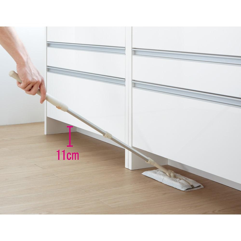 ステンレストップ間仕切りカウンター 幅150cm 下部の空間にはロール式クリーナーやお掃除ロボットも入るので、お掃除もしやすい仕様です。