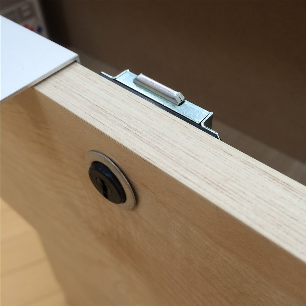 鍵付きカウンター下収納庫 3枚扉 《幅90cm・奥行30cm・高さ67~106cm/高さ1cm単位オーダー》 最上段の引き出しは鍵付きで安心。 ※仕様変更のため、お届けする商品は鍵部分のパーツが黒から銀に変更になっております。