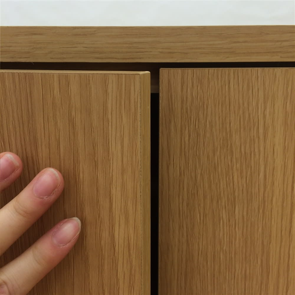 配線すっきりカウンター下収納庫 2枚扉 《幅60cm・奥行30cm・高さ77~103cm/高さ1cm単位オーダー》 扉はプッシュ式。取っ手がなくすっきりとしたおしゃれなデザイン。