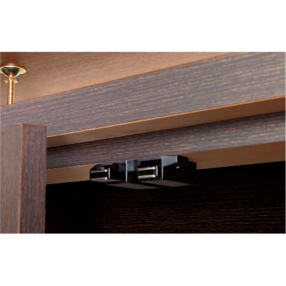 シンプルカウンター下収納庫(奥行22高さ87cm) 5枚扉タイプ 幅121.5cm 扉はプッシュ式 軽く押すだけで簡単に開閉します。