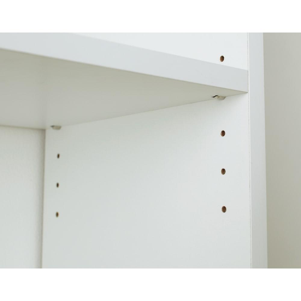 狭いキッチンでも置ける!薄型引き戸パントリー収納庫 奥行30cmタイプ 幅120cm 棚板は収納物の高さにあわせて3cm間隔で調節できます。