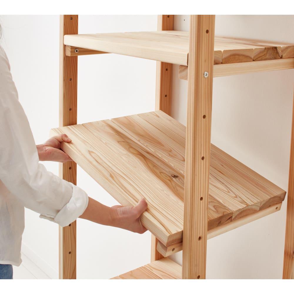 収納力たっぷり! 国産杉の頑丈キッチンラックシリーズ レンジラック3段 幅81cm 棚板は簡単に取り外して、9cm間隔で高さ調整できます。