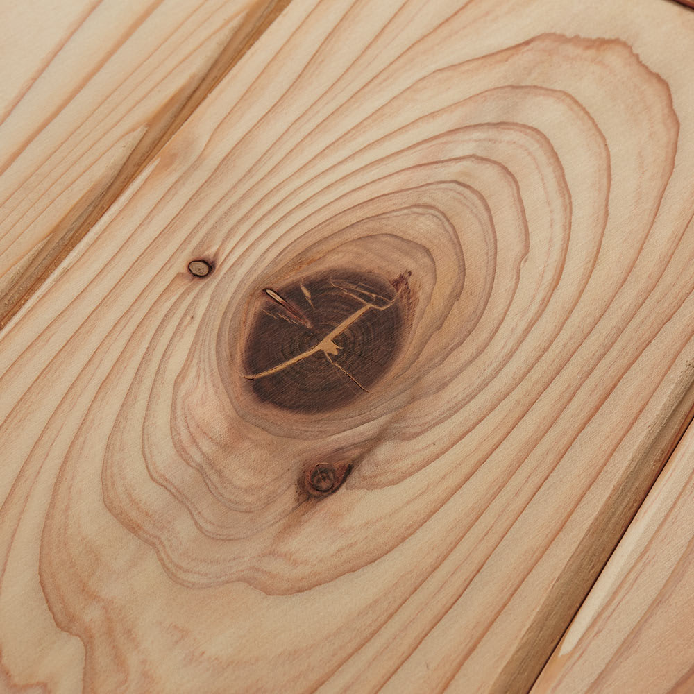 収納力たっぷり! 国産杉の頑丈キッチンラックシリーズ レンジラック3段 幅81cm 【自然素材の風合い】杉の持つ自然なフシを活かしたナチュラルな仕上げ。1点1点表情が異なる風合いは天然素材ならでは。