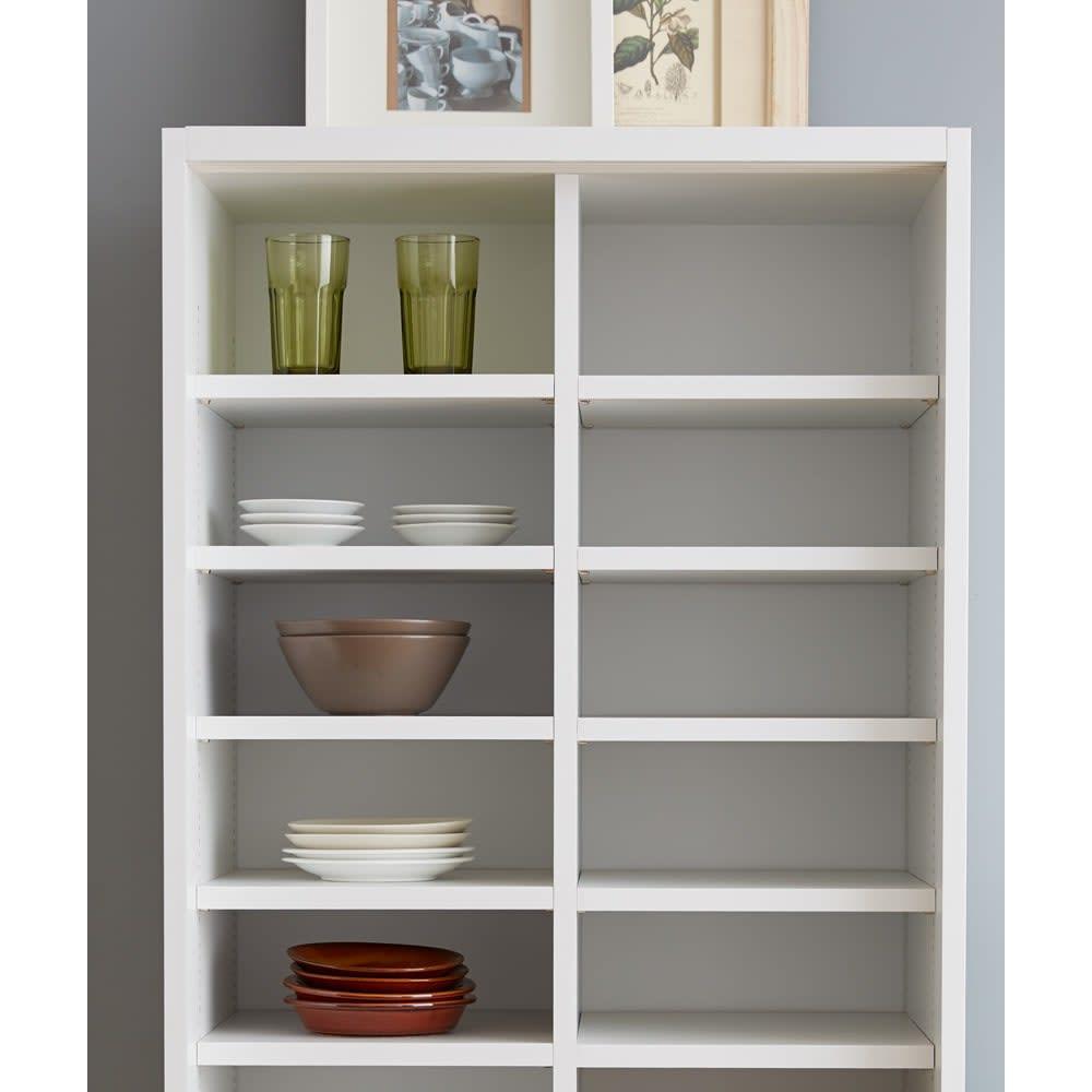 棚板たっぷりラクラク引き戸食器棚 幅60cm・奥行29cm 種類や大きさ別に収納できるから、食器を大切に整理収納することができます。お皿を重ねなくて済むので出し入れがスムーズになります。
