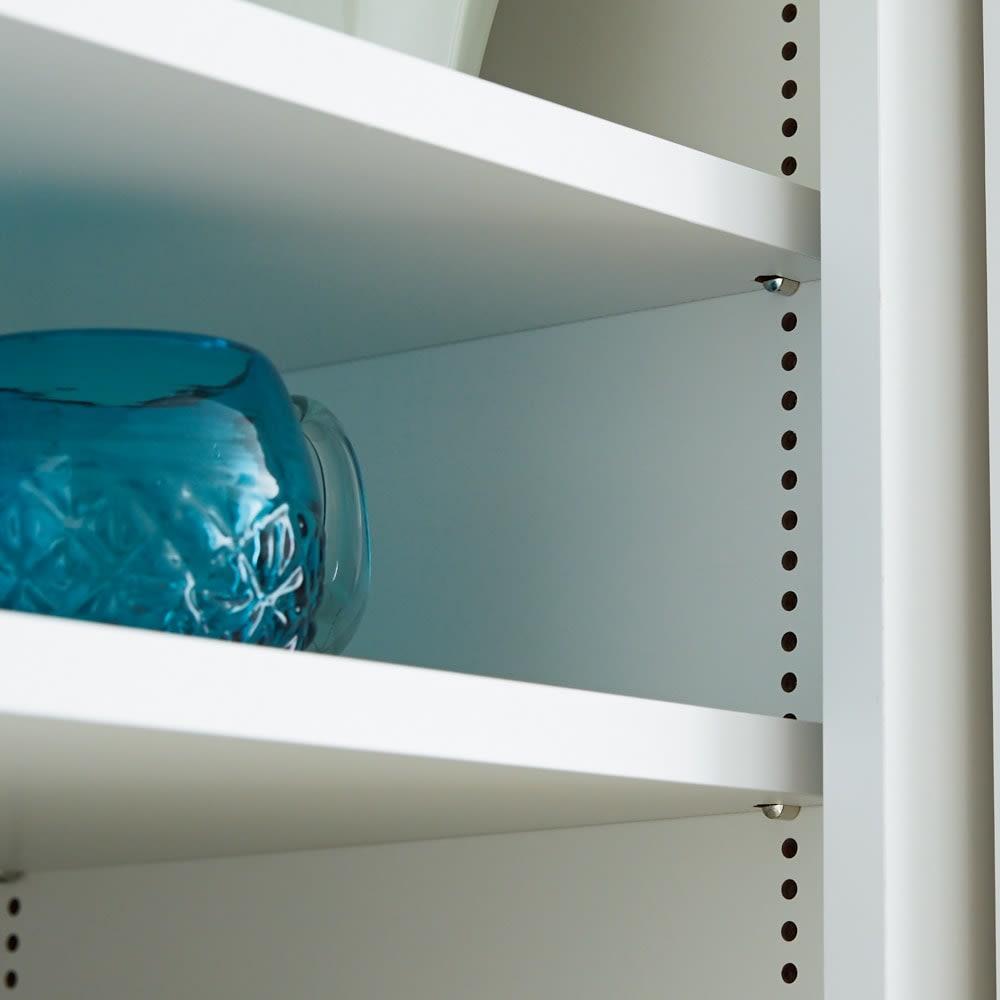 棚板たっぷりラクラク引き戸食器棚 幅90cm・奥行39cm 棚板はお皿やキッチンまわりの収納サイズに合わせて1cm間隔で細かく高さ調節できます。