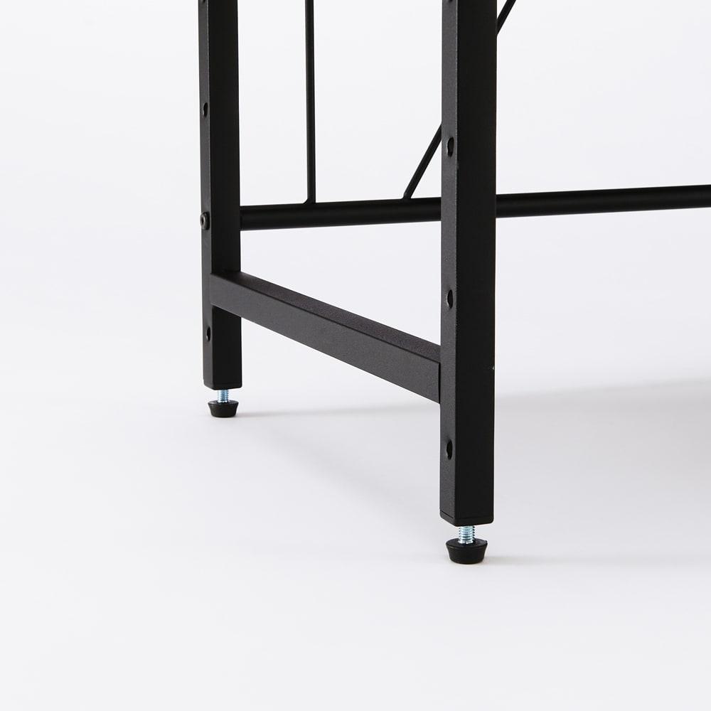 ブルックリン風レンジラック 幅84.5cm 脚部にはアジャスター付き。がたつきを抑えて、安定感よく設置できます。