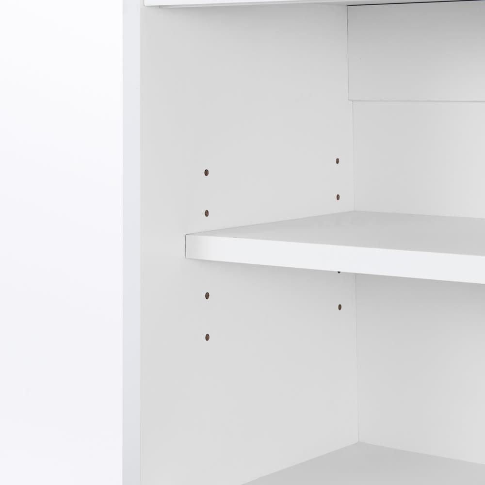 光沢仕上げ吊り戸棚 扉タイプ 幅90cm 棚板は3cmピッチ5段階で調節可能です。収納物の高さに合わせて設定できます。