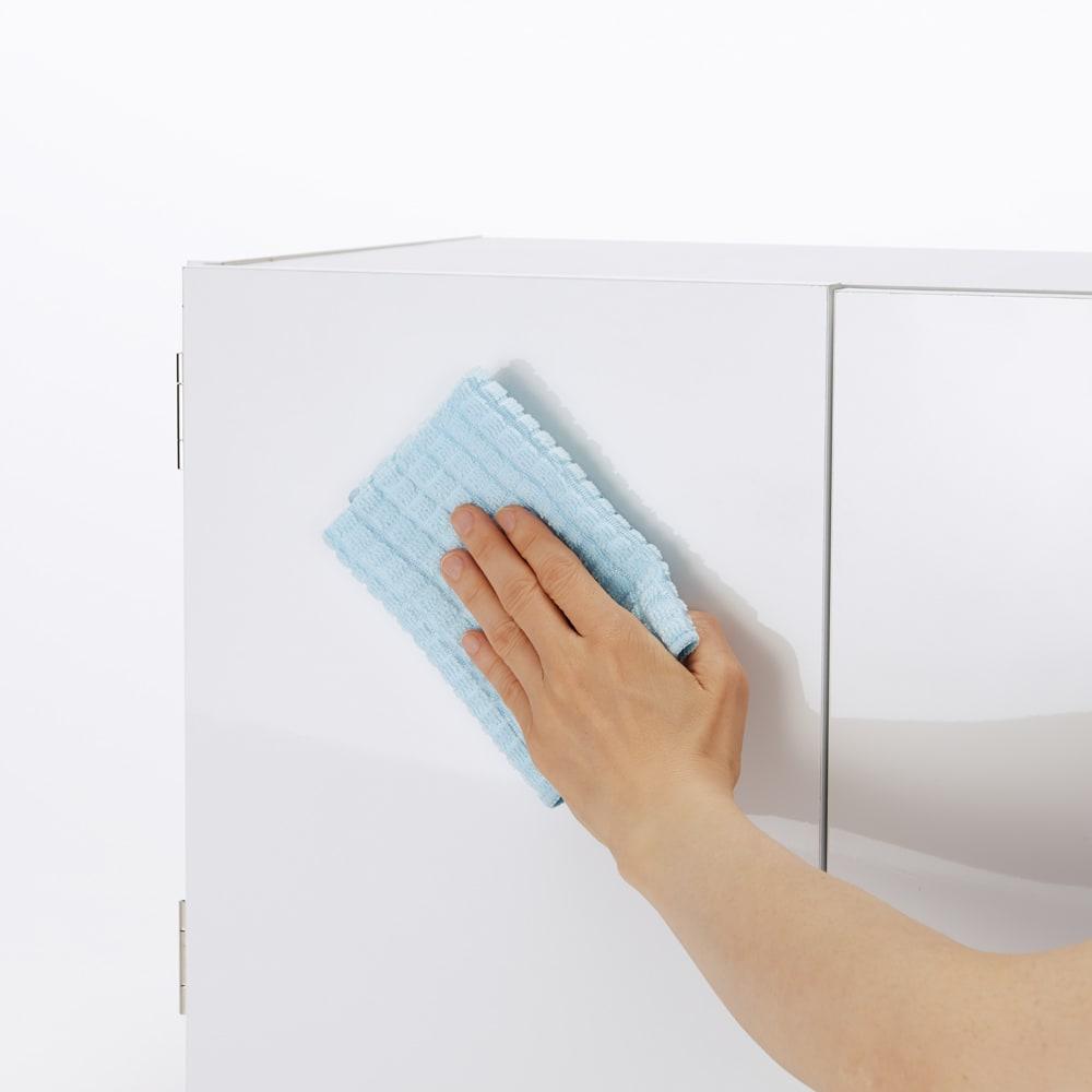 光沢仕上げ吊り戸棚 扉タイプ 幅90cm ポリエステル化粧合板仕様でお手入れもラクラク。 光沢仕上げなので、高級感のある仕様です。