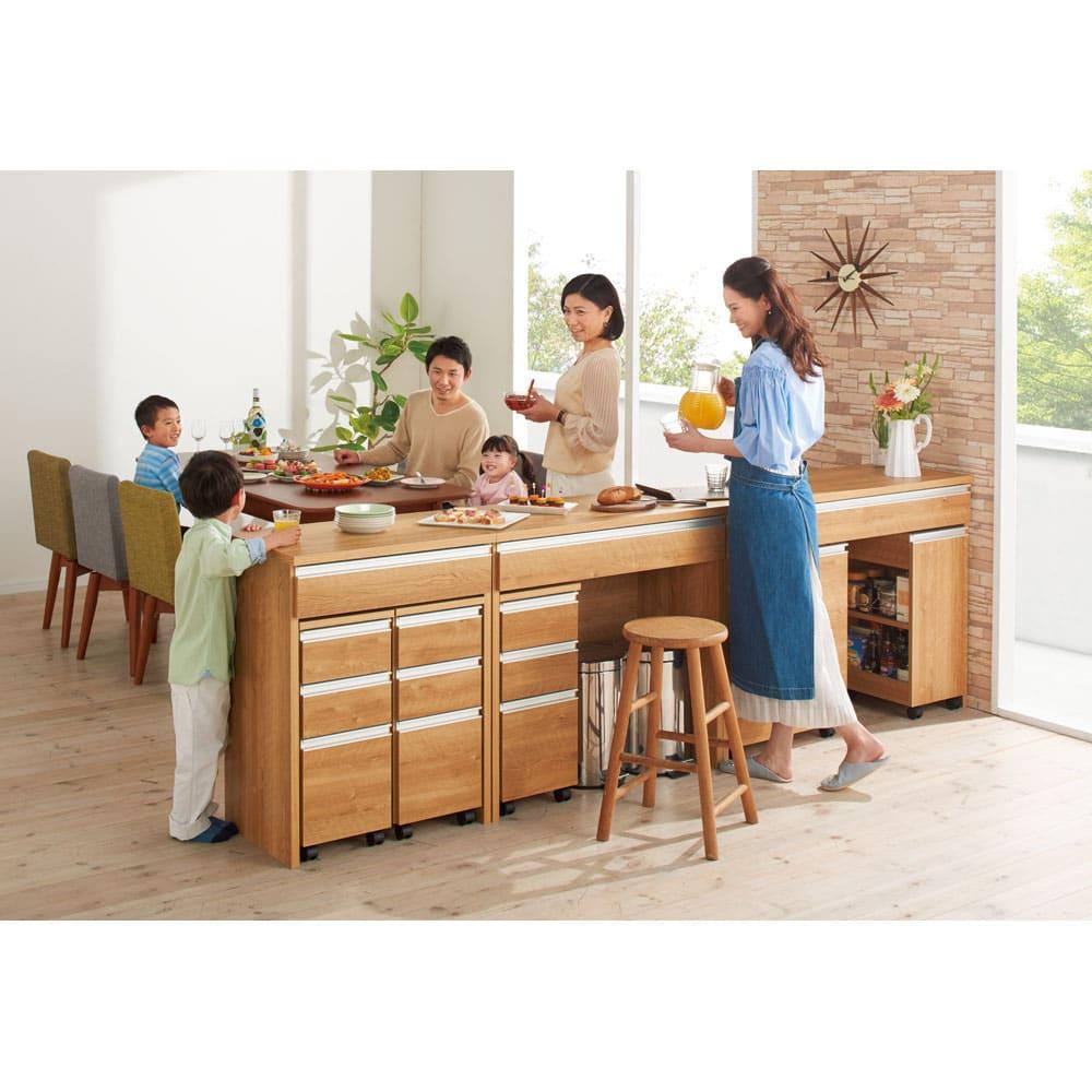間仕切りキッチンカウンター スリムワゴン 幅29.5cm コーディネート例 (イ)ブラウン キッチン側から見ると…