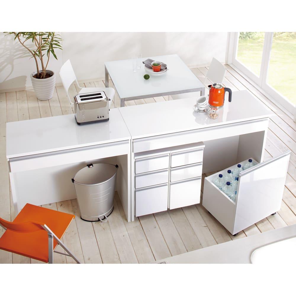 間仕切りキッチンカウンター ワゴン 幅54cm コーディネート例 チェストとワゴンはデスク内に一体収納できます。