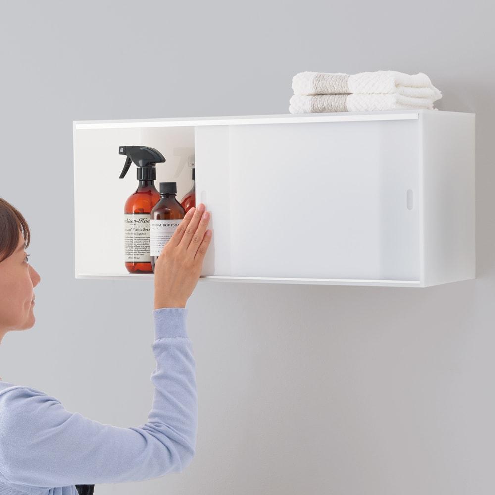 爽やかに隠せるアクリル吊り戸棚 幅60cm (イ)乳白色 使いやすい高さに設置できます。