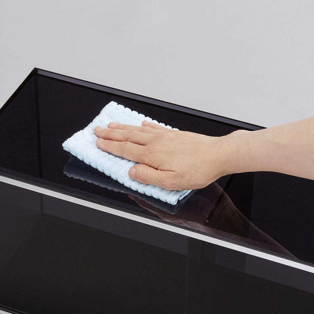爽やかに隠せるアクリル吊り戸棚 幅60cm 爽やかな透明感が美しいアクリル素材。汚れもサッとひと拭きでキレイに。
