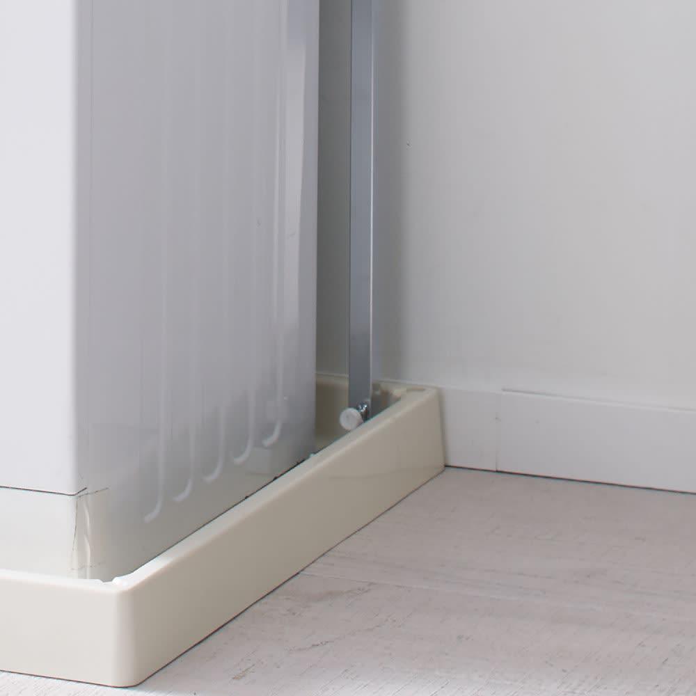 防水パンの段差対応 突っ張りランドリーラック 棚2段 防水パンの中にもぴったり設置。