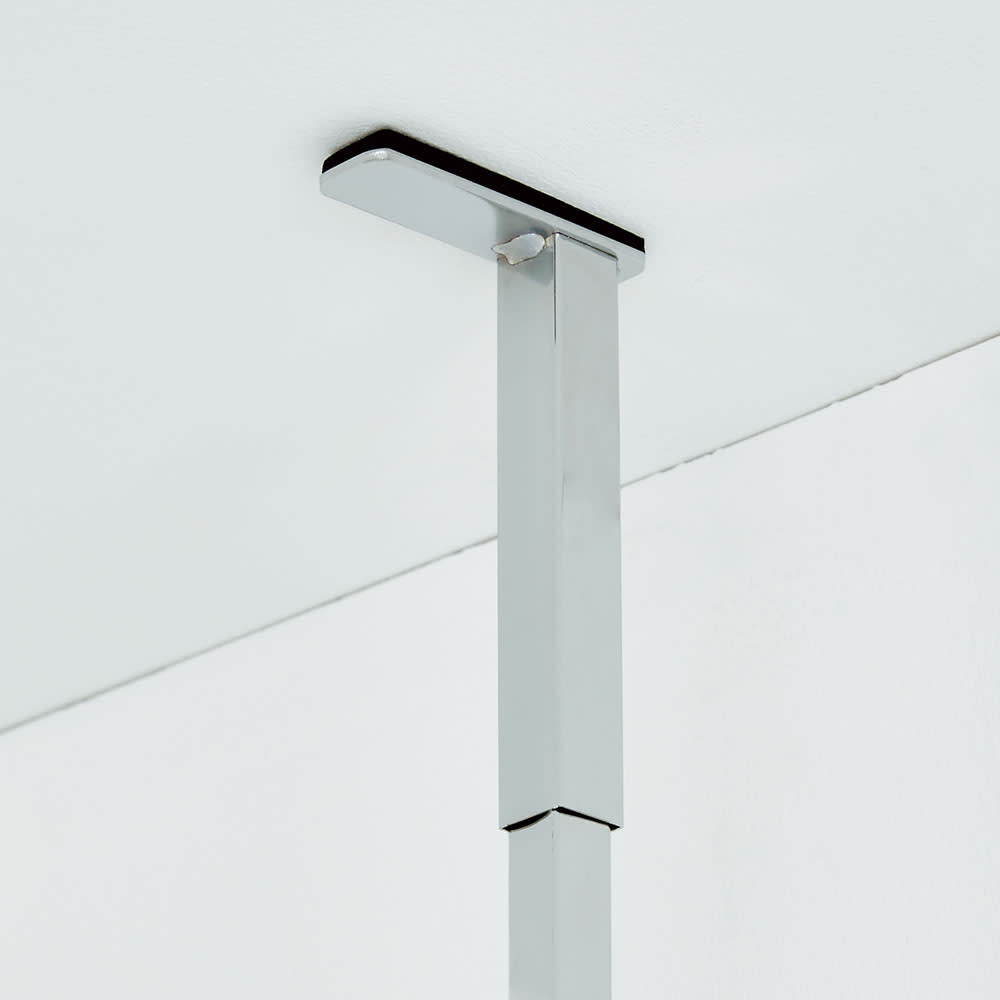 防水パンの段差対応 突っ張りランドリーラック 棚2段バスケット2個 突っ張り部はバネ入りで天井にしっかり固定。