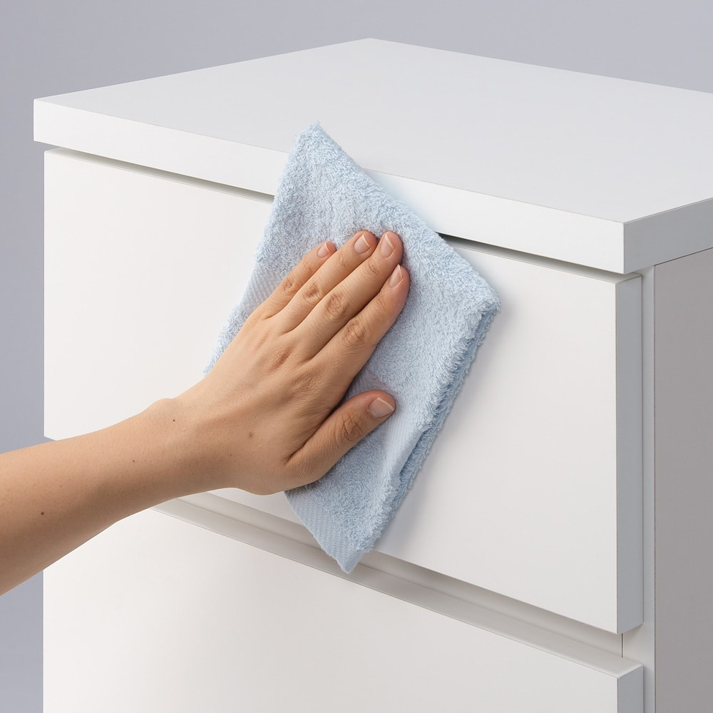 組立不要 お掃除しやすい 湿気を気にしない 多段すき間チェスト 4段・幅29.5奥行29.5cm 前面、天板は水ハネは汚れに強いポリエステル化粧合板を使用しているので水周りでも安心です。