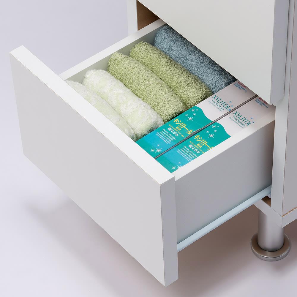 組立不要 お掃除しやすい 湿気を気にしない 多段すき間チェスト 4段・幅29.5奥行29.5cm 引き出しの収納例:奥行29.5cmはタオルや細かい衣類、コンタクトレンズ、雑貨類を収納するのにおすすめです。