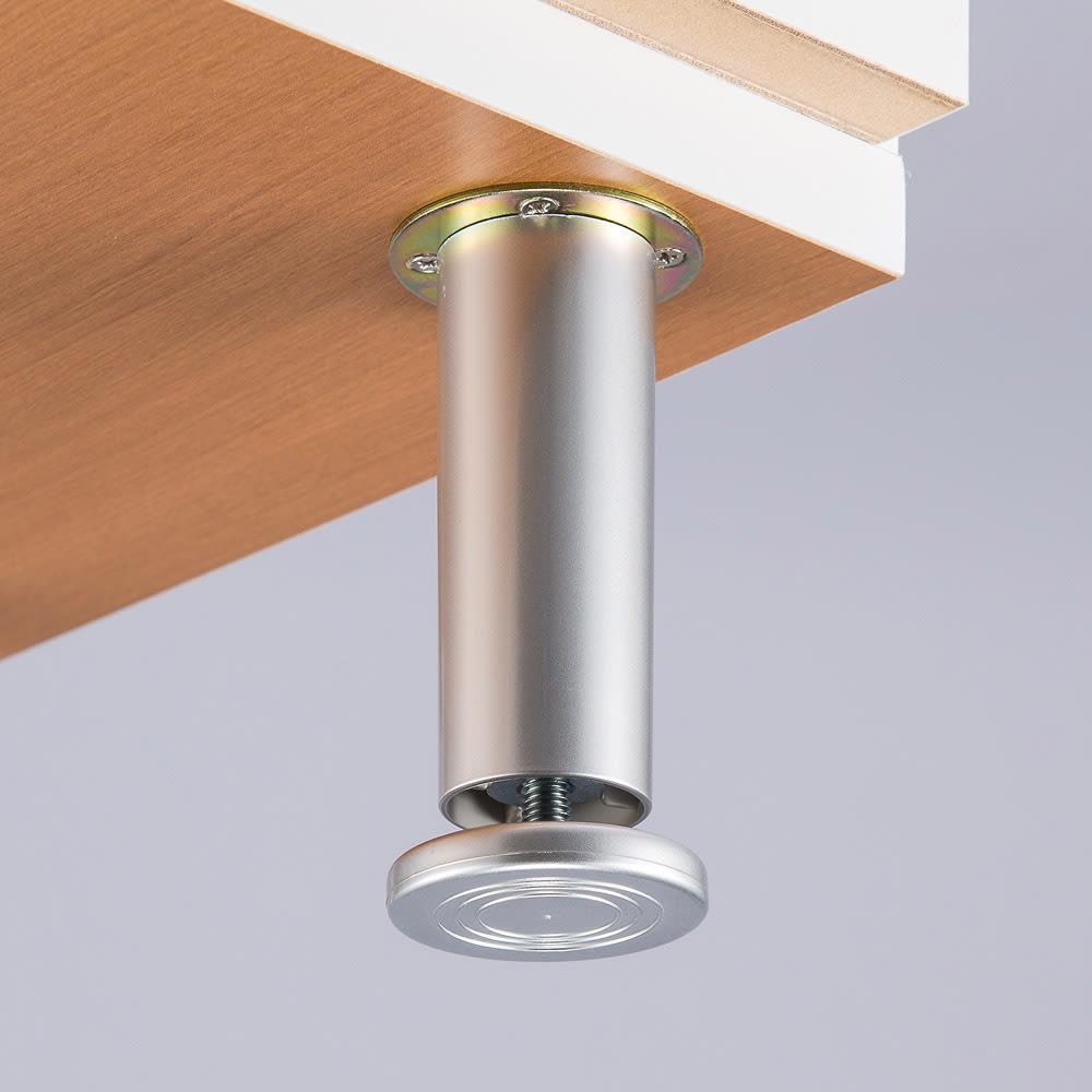 組立不要 お掃除しやすい 湿気も気にならない 多段すき間チェスト 4段・幅44.5奥行29.5cm 脚の高さが調整できるアジャスター付き。床のやわらかい場所でもしっかり設置できます。