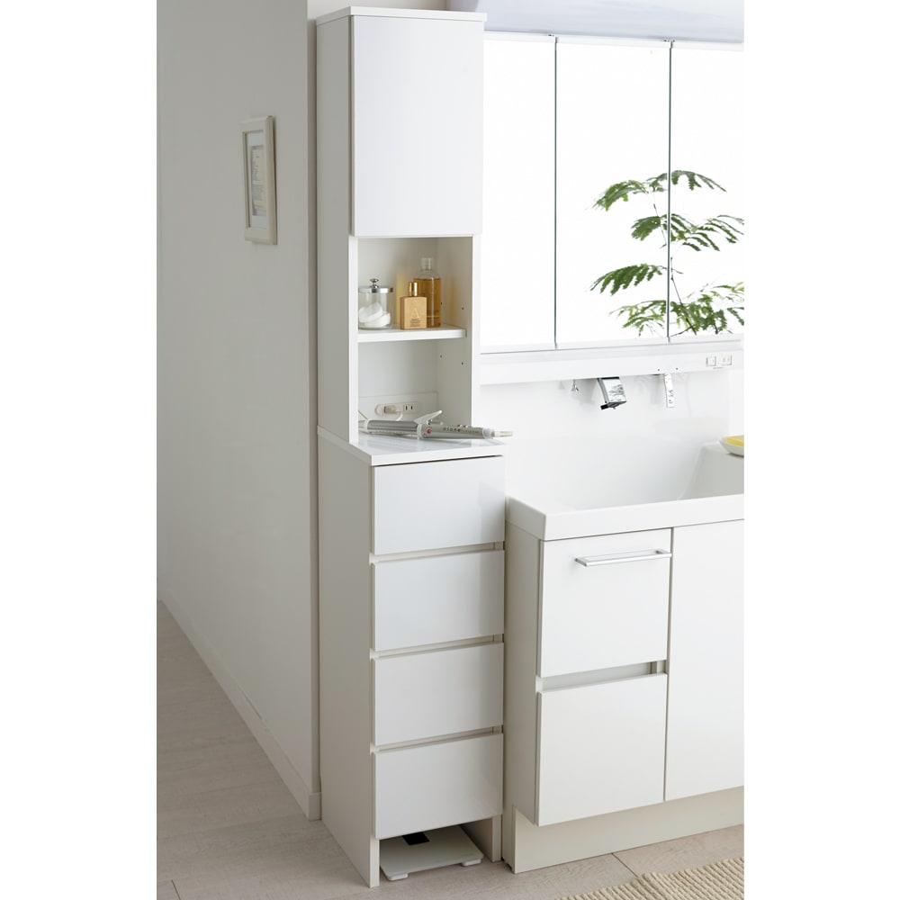家電が使えるコンセント付き 多機能洗面所チェスト 幅52.5cm ちょっとしたすき間にも収まるスリム収納。【写真は幅30cm(片扉)】