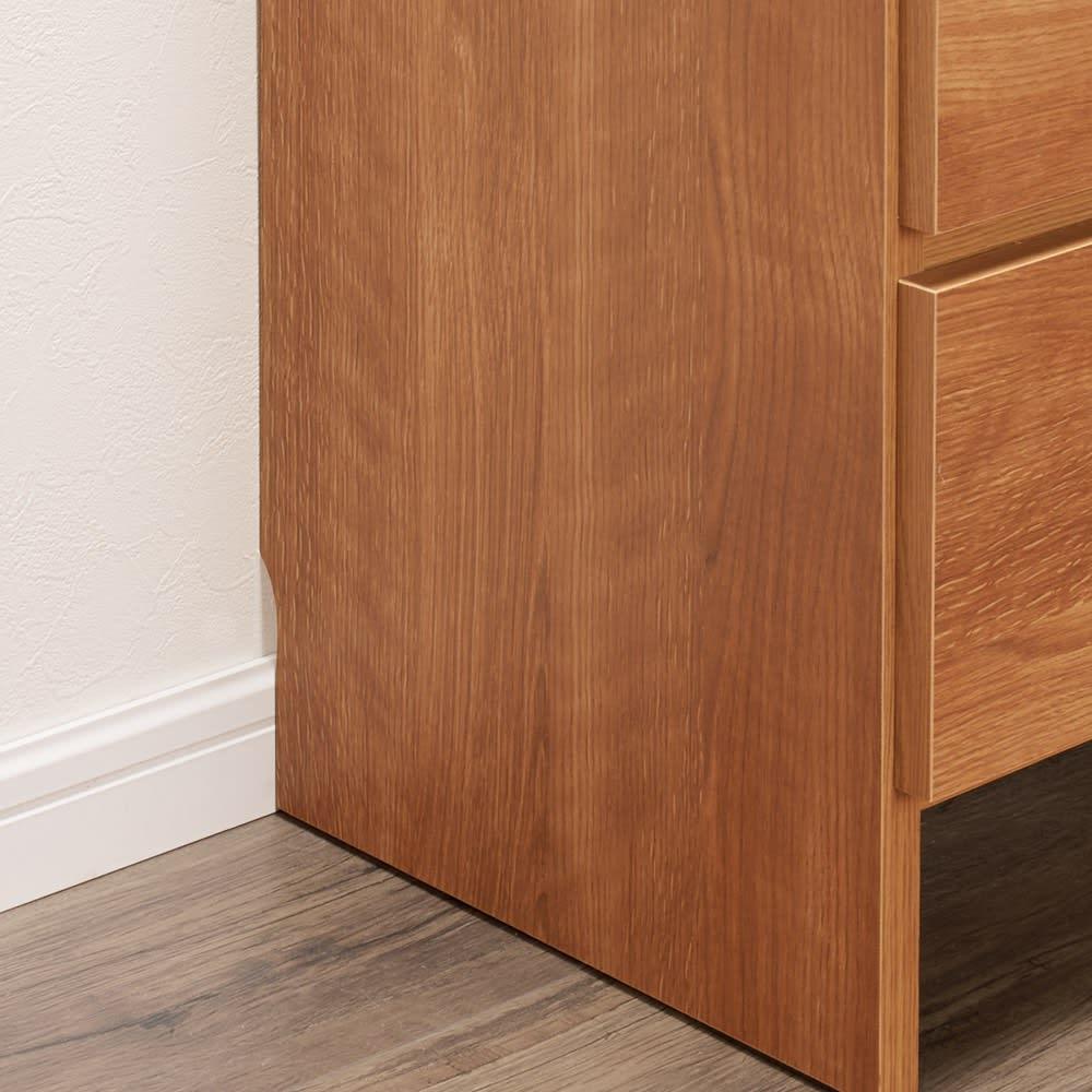 家電が使えるコンセント付き 多機能洗面所チェスト 幅75cm 幅木対応で、壁にぴったり設置できます。