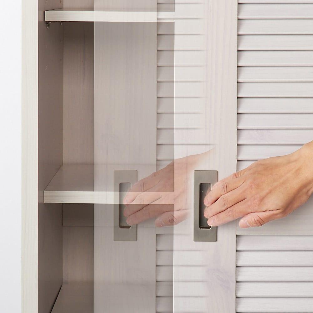 引き戸ルーバー洗面所収納庫 幅60cm 引き出し開けイメージ 開閉もラクラクです。