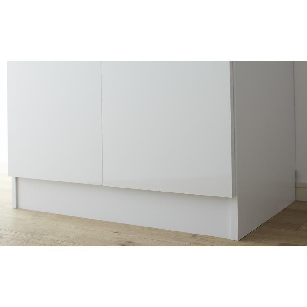 組立不要 たっぷりハウスキーピング収納庫 幅75・奥行45cm 脚部高さ約10cmです。
