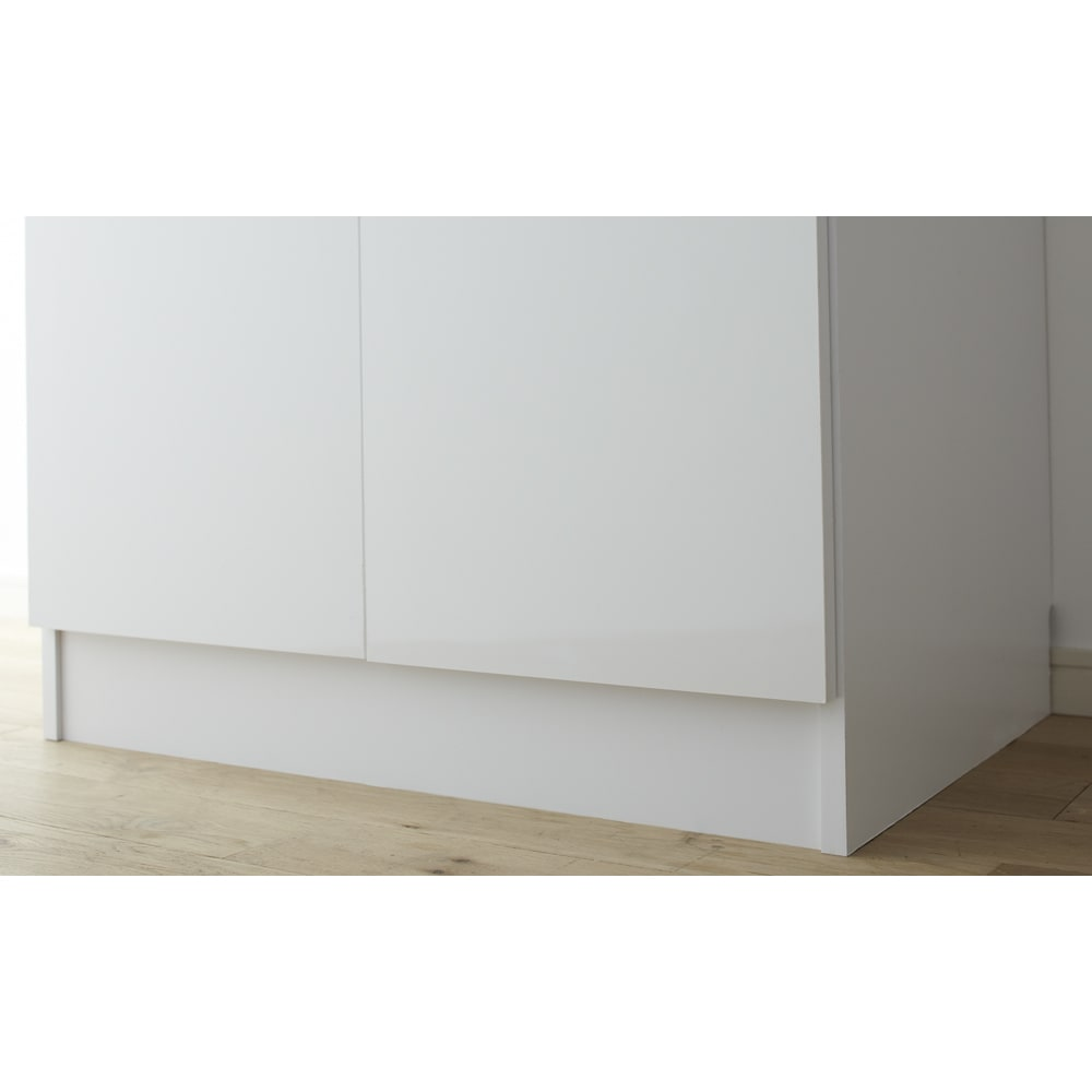 組立不要 たっぷりハウスキーピング収納庫 幅60・奥行55cm 脚部高さ約10cmです。