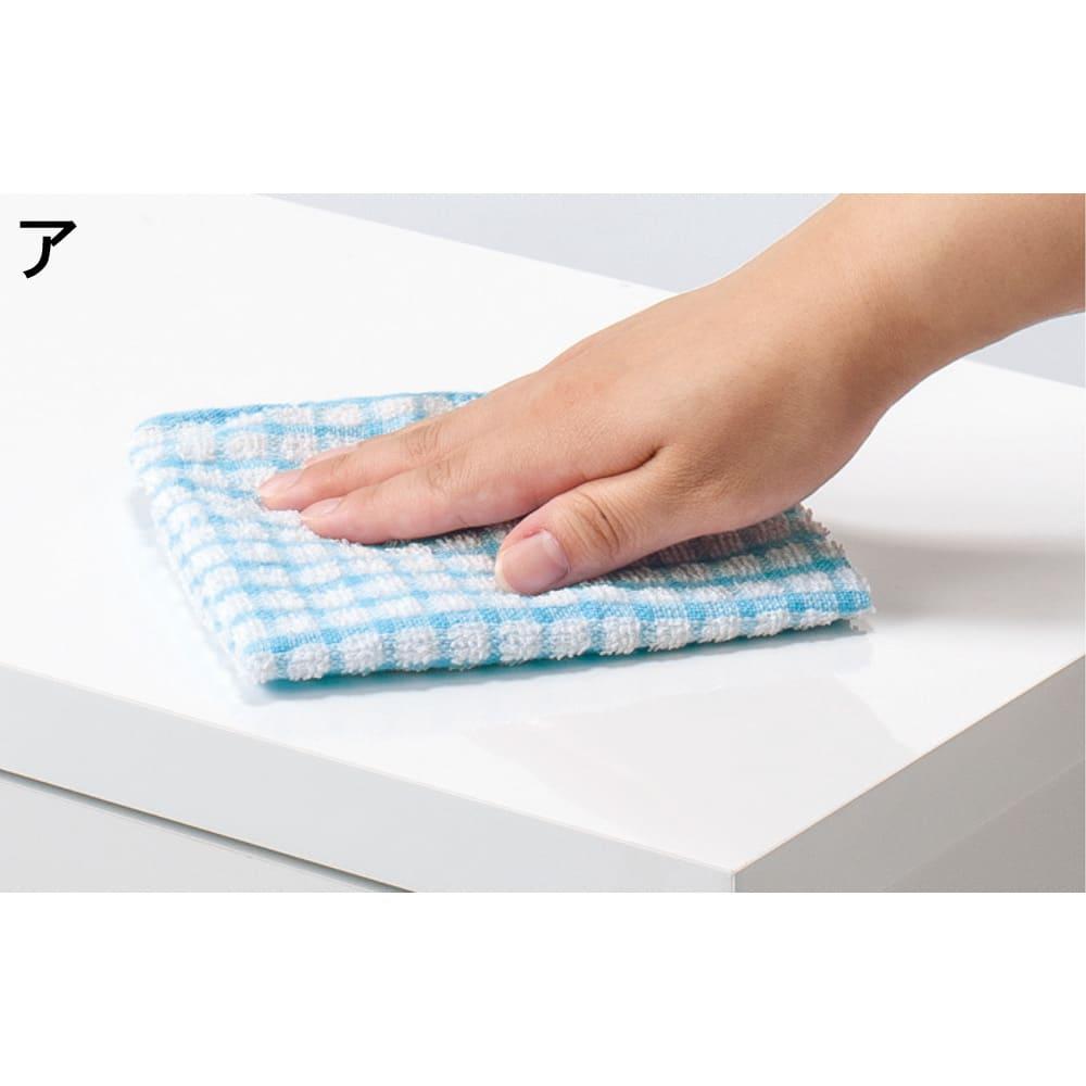 薄型フラップ収納チェスト 幅59cm・奥行19cm 前面・天板は水ハネや汚れに強いポリエステル化粧合板。サッと拭くだけのお手入れ簡単な素材です。