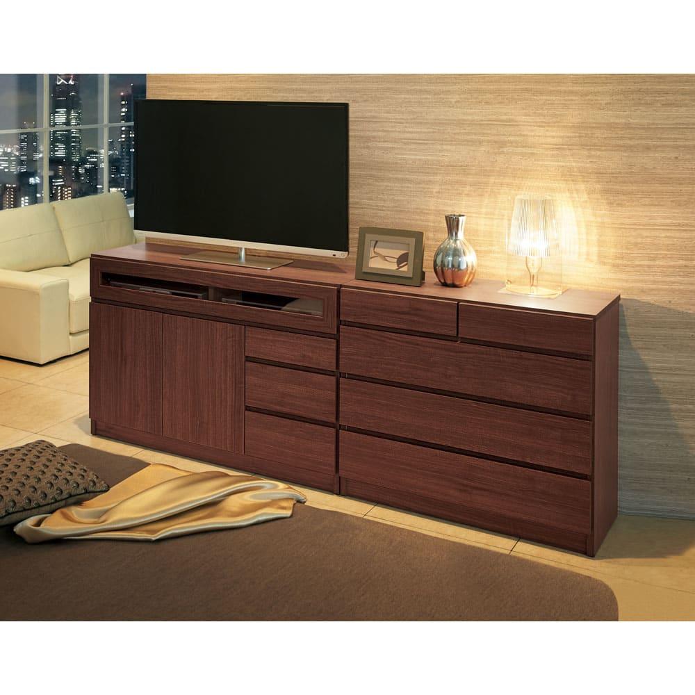 【完成品・国産家具】ベッドルームで大画面シアターシリーズ テレビ台 幅120高さ70cm コーディネート例(ウ)ダークブラウン