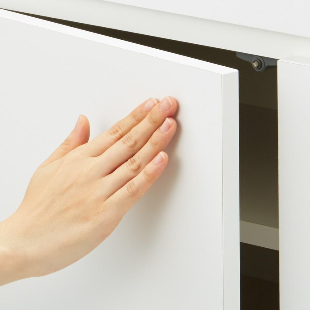 【完成品・国産家具】ベッドルームで大画面シアターシリーズ テレビ台 幅120高さ70cm 扉は軽く押すだけで開くプッシュオープン式。取っ手がなくスマート。
