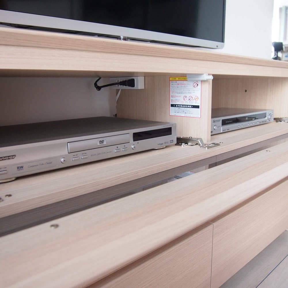 パモウナGV-160ダイニングからシアターリビングシリーズ テレビ台 幅160cm デッキ収納部は4口コンセント(計1500W)1個付き。背板がないので配線が楽です。