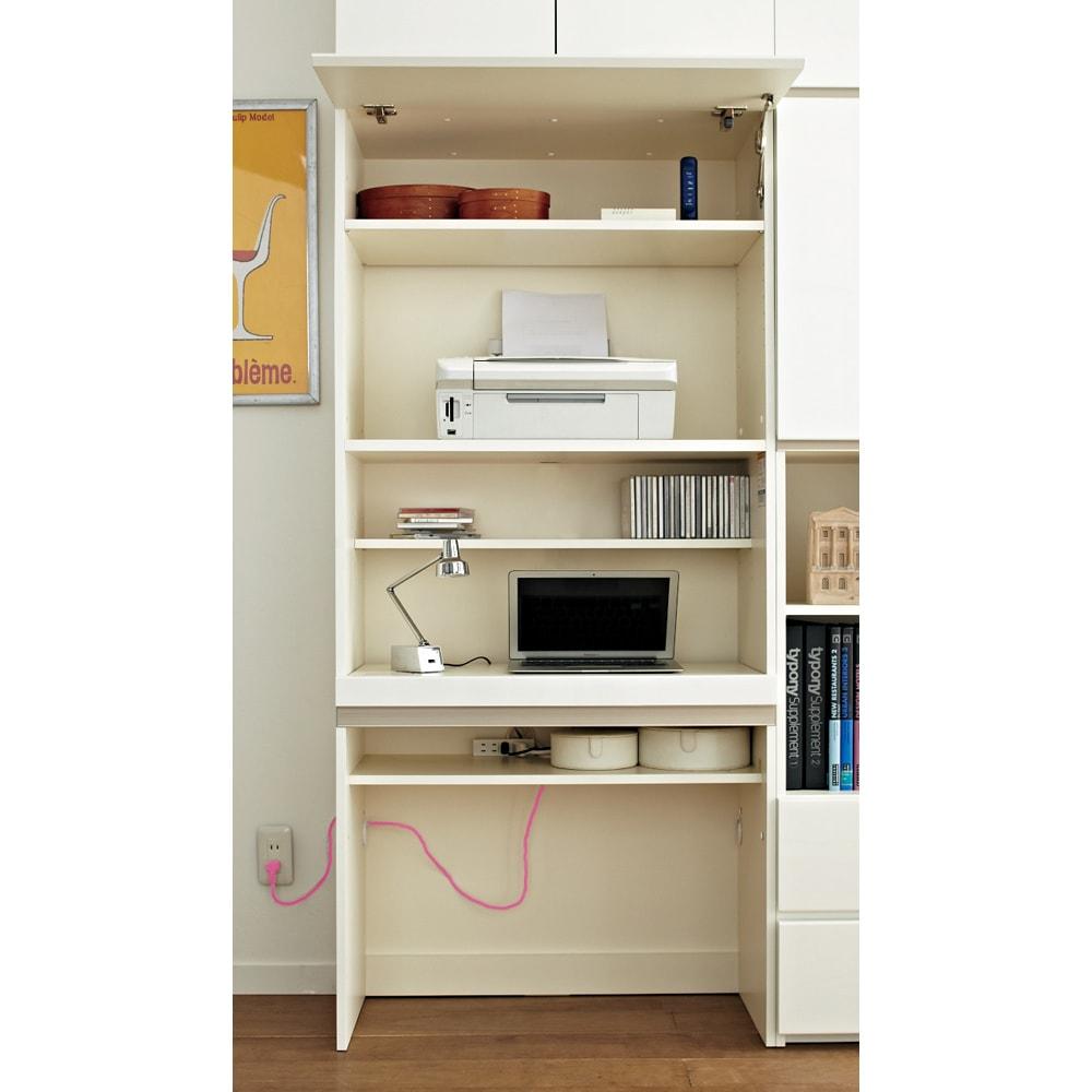 【パモウナ社製】毎日の使いやすさを考えた収納システム パソコンデスク幅60cm 使い勝手がいいパソコンデスク デスク天板・棚板奥には配線スペースを設けています。