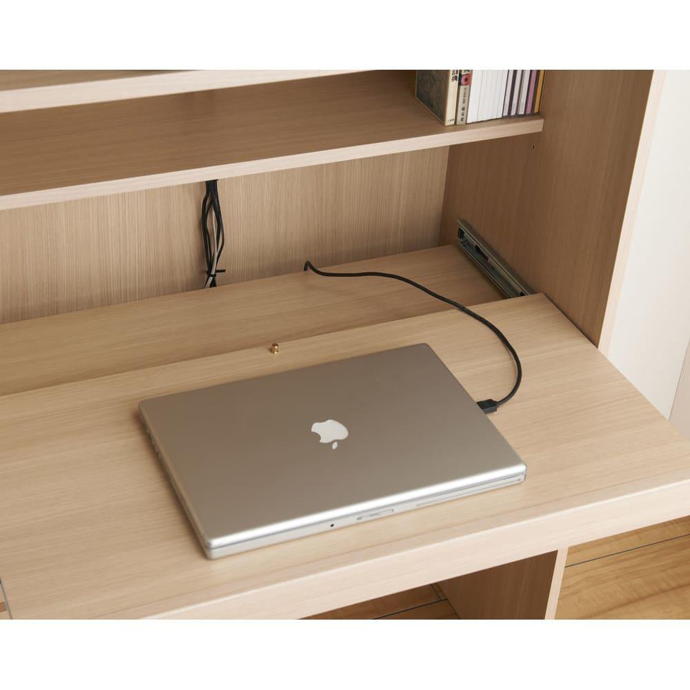 【パモウナ社製】毎日の使いやすさを考えた収納システム 収納棚付きパソコンデスク(机)幅80cm デスク天板奥には配線スペースを設けています。