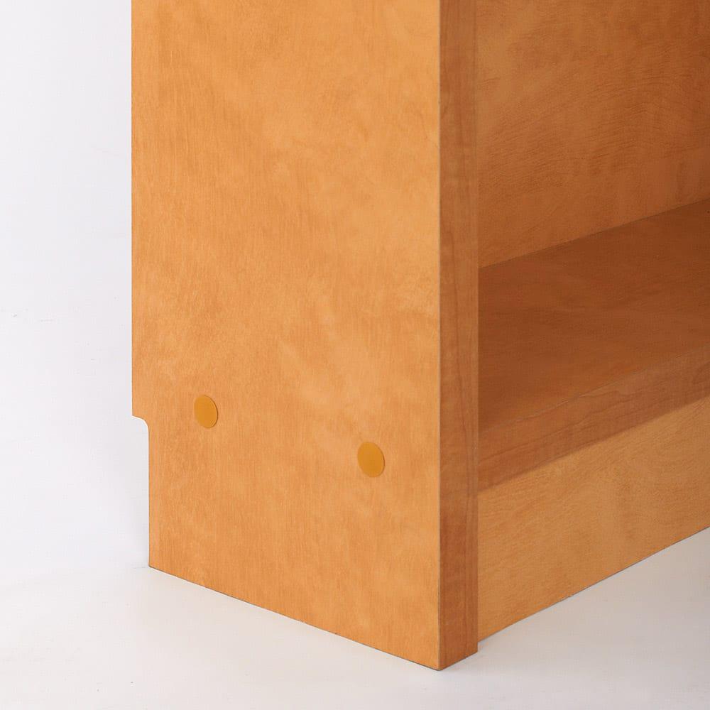 天井突っ張り式がっちりすっきり壁面本棚 奥行22.5cmタイプ 1cm単位高さオーダー 幅120cm・高さ207~259cm 床から収納部までの高さは約11cm。どっしりとした幕板が重厚感を生み出します。
