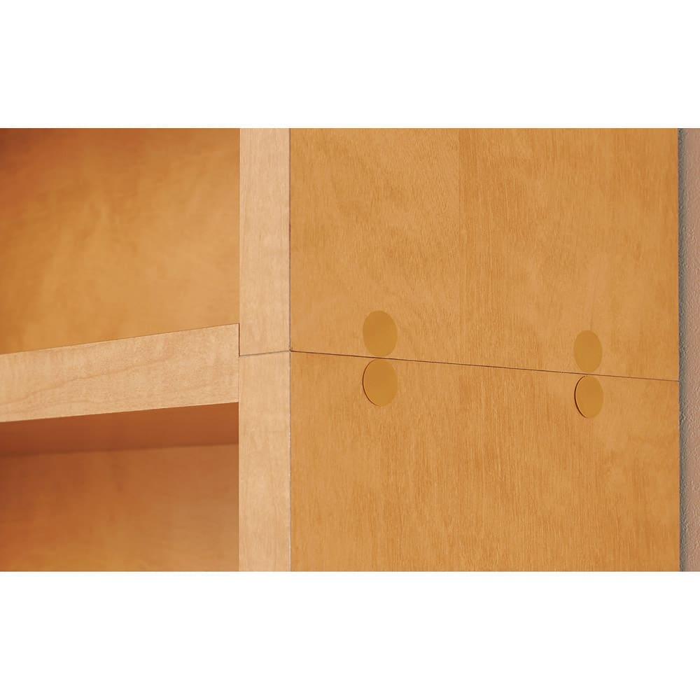天井突っ張り式がっちりすっきり壁面本棚 奥行22.5cmタイプ 1cm単位高さオーダー 幅120cm・高さ207~259cm 上台固定でがっちりすっきり 上台と下台は固定棚を挟んで固定されています。横板の重なりが無くすっきり。