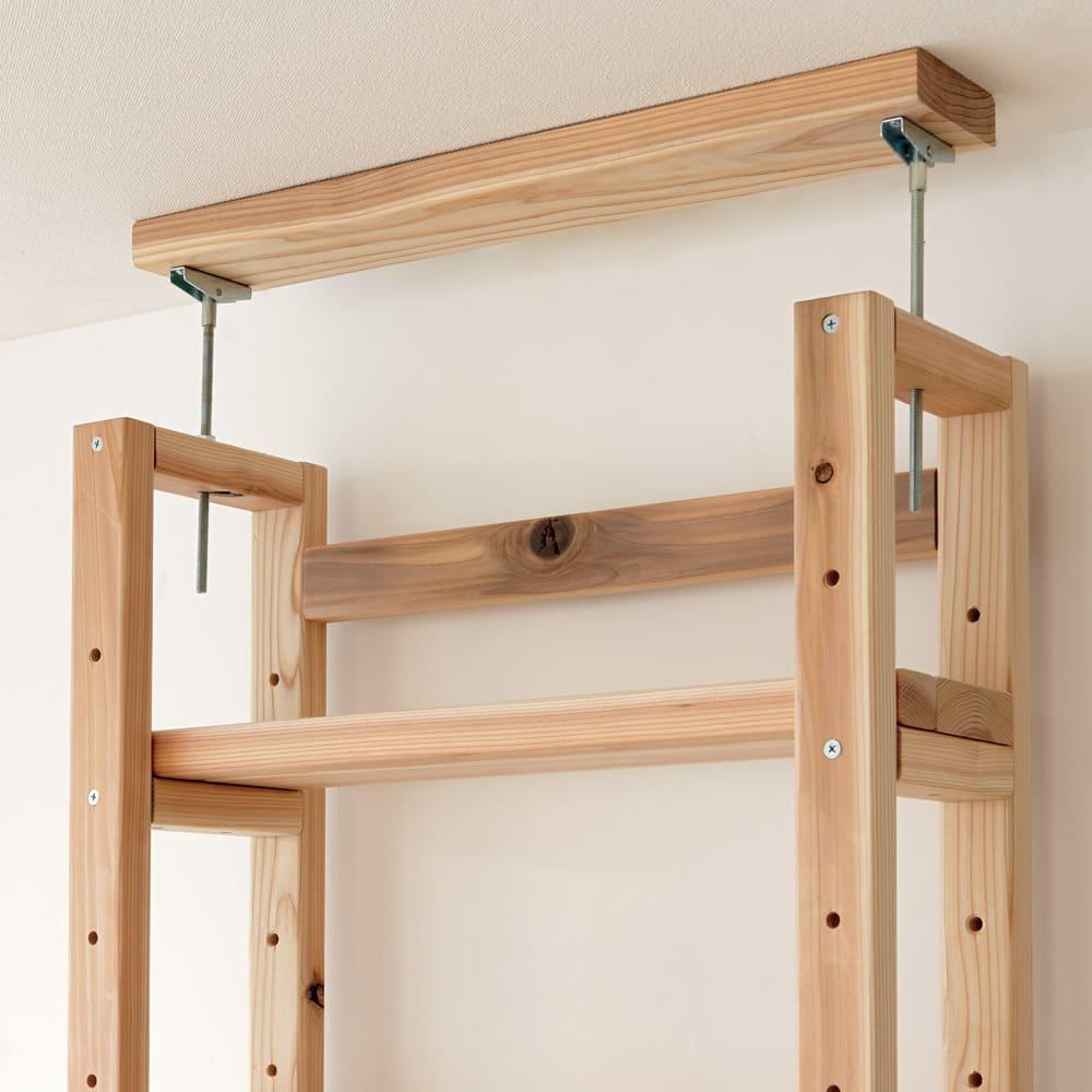 国産杉頑丈突っ張りラック (本棚)幅74cm奥行22cm 天井と面で突っ張ってしっかり安定。