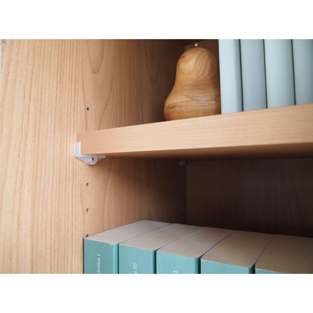 組立不要 アルダー引き戸頑丈本棚 幅120.5cm 上置き 棚板は3cmピッチで可動します。