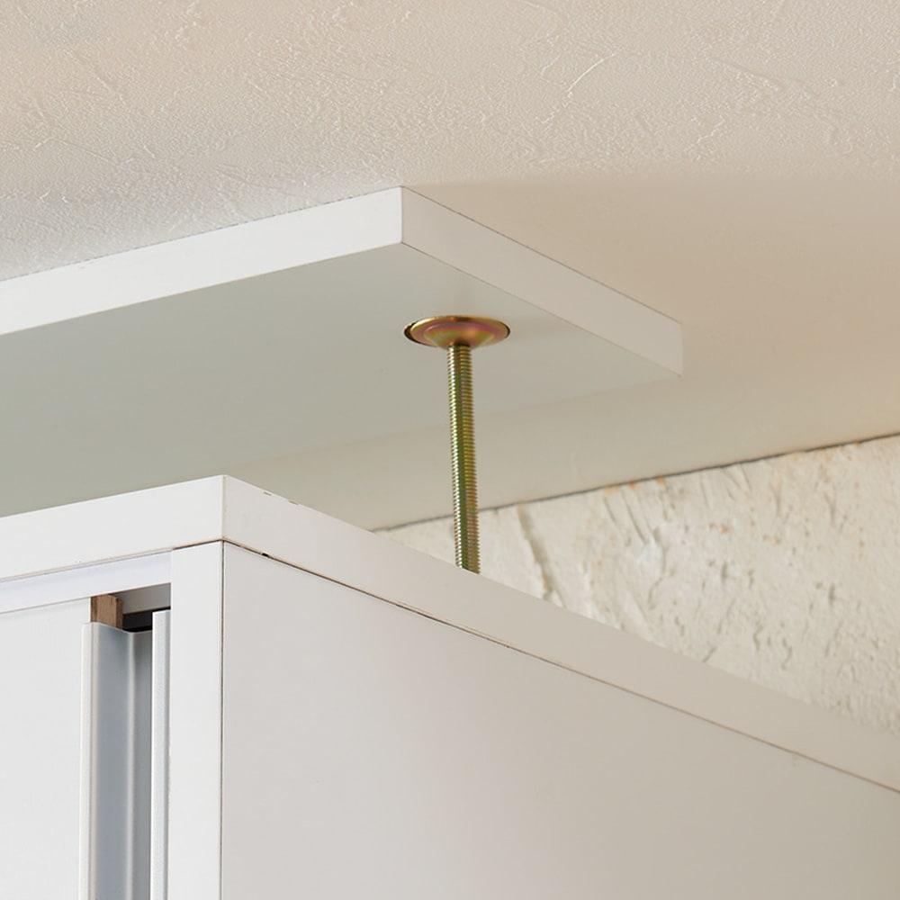 大量収納が自慢の引き戸式本棚 幅90本体高さ228cm 奥行40cm 突っ張り金具は面で支えて固定する安心構造。
