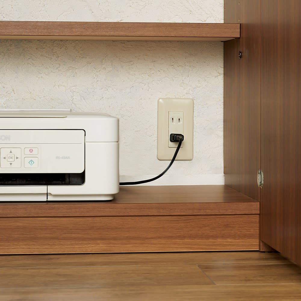 コンパクトライティングデスク 幅74.5奥行39/78cm高さ114cm(重厚感のあるがっちり本棚シリーズ) デスク下段の棚は背板がないので、壁のコンセントが使えます。