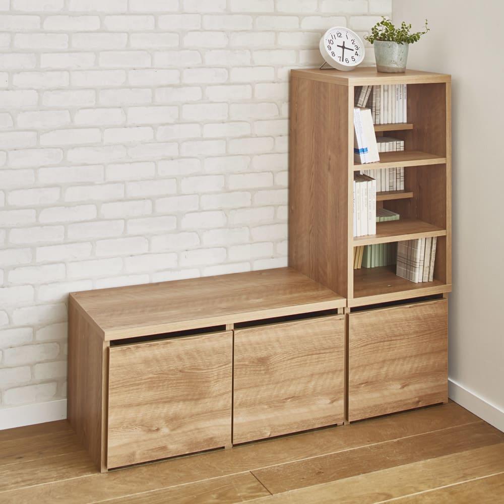 天然木調ベンチ 幅117cm(2人用) シェルフ上部は正面にも左右にも組み替えられる使用です。