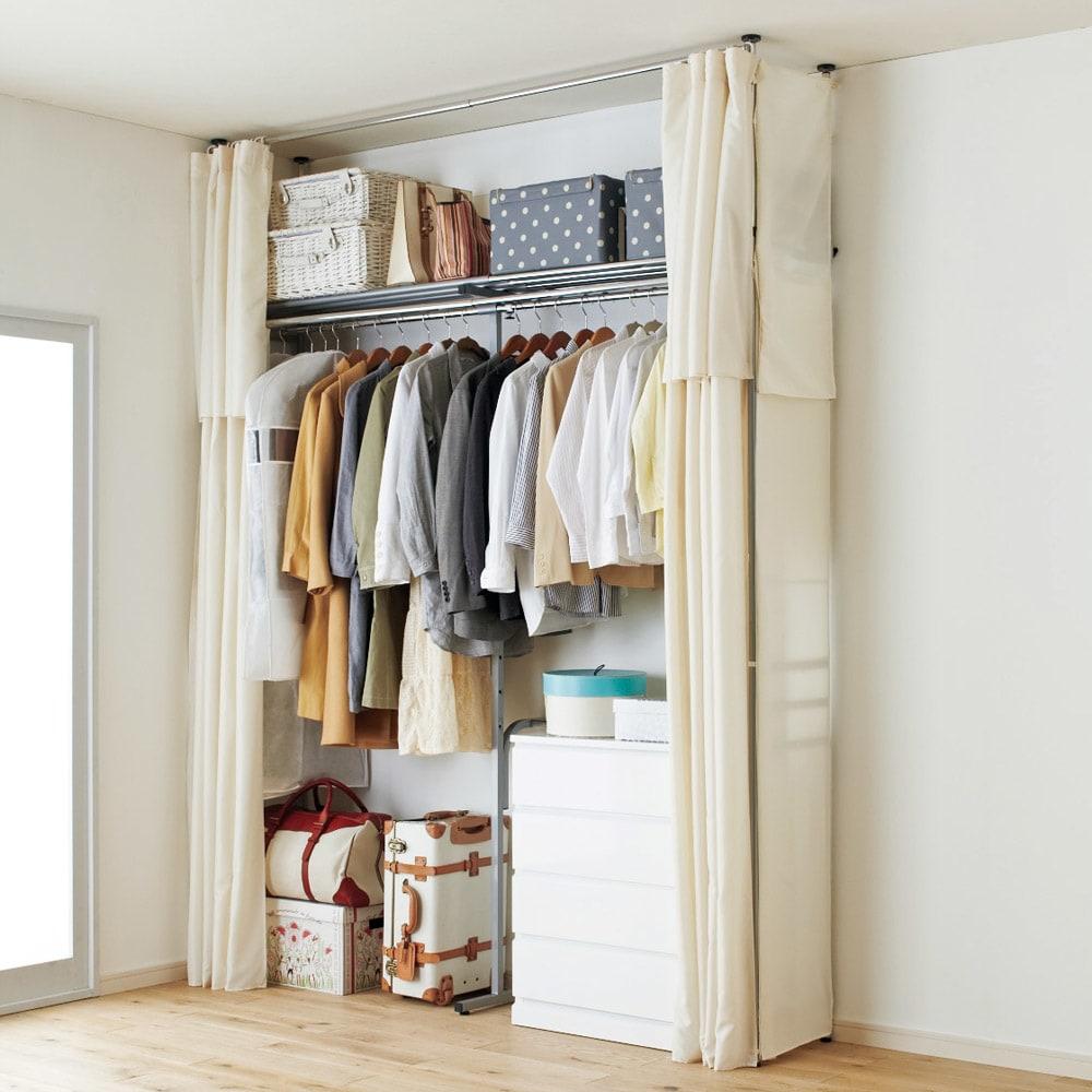 ウォークイン突っ張りハンガー 幅111~200cm・ロータイプ(高さ185~245)・上下カーテン付き ※写真はカーテン付きハイタイプです。ロータイプは天井高185~245cmに対応します。 ※サイドカーテンは別売りです。